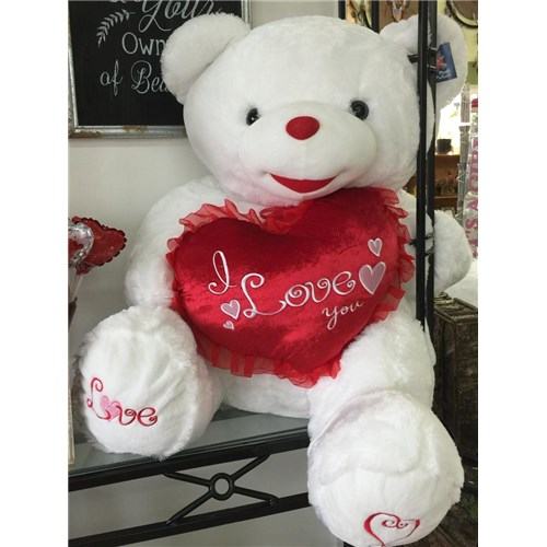 Sitting_Valentine_heart_bear